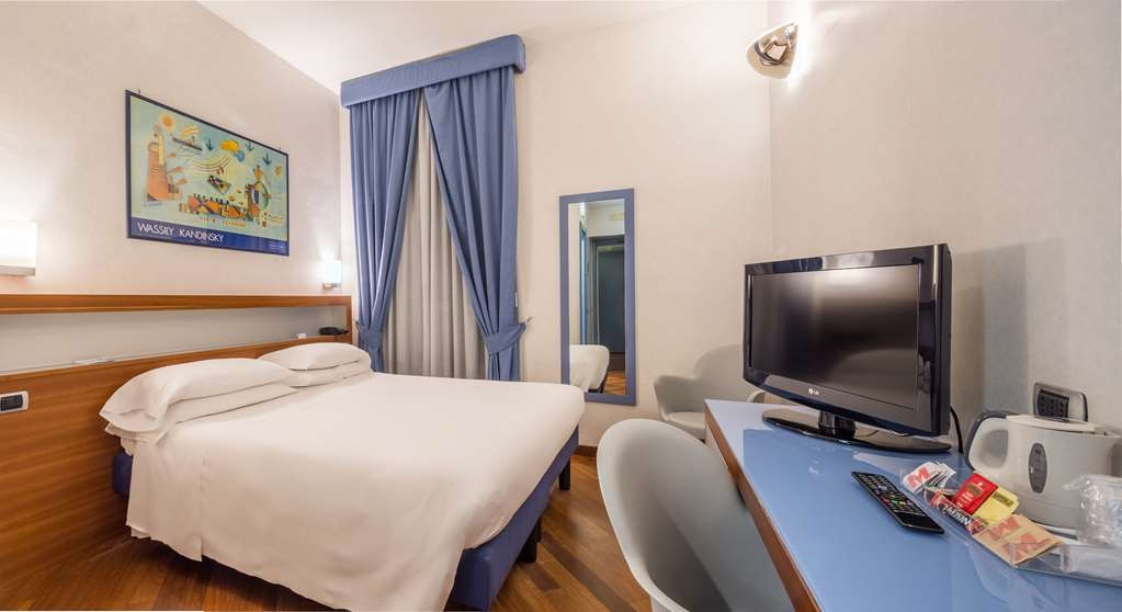 Best Western Hotel Plaza - Superior King Bed Guest Room