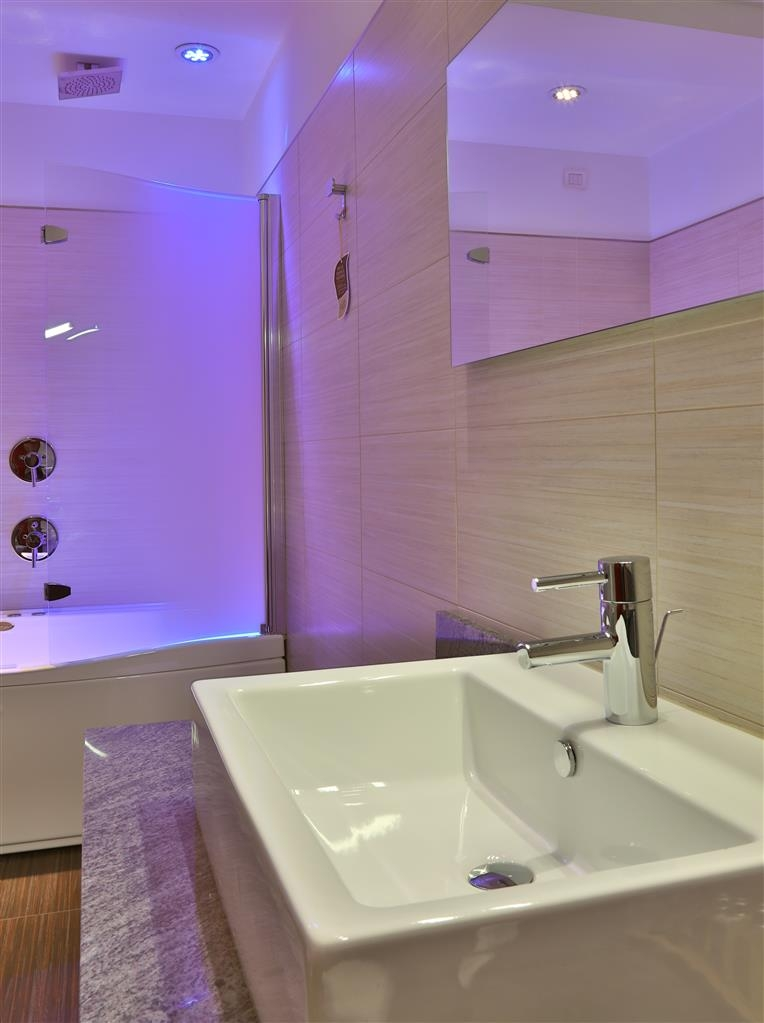 Best Western Soave Hotel - Bathroom