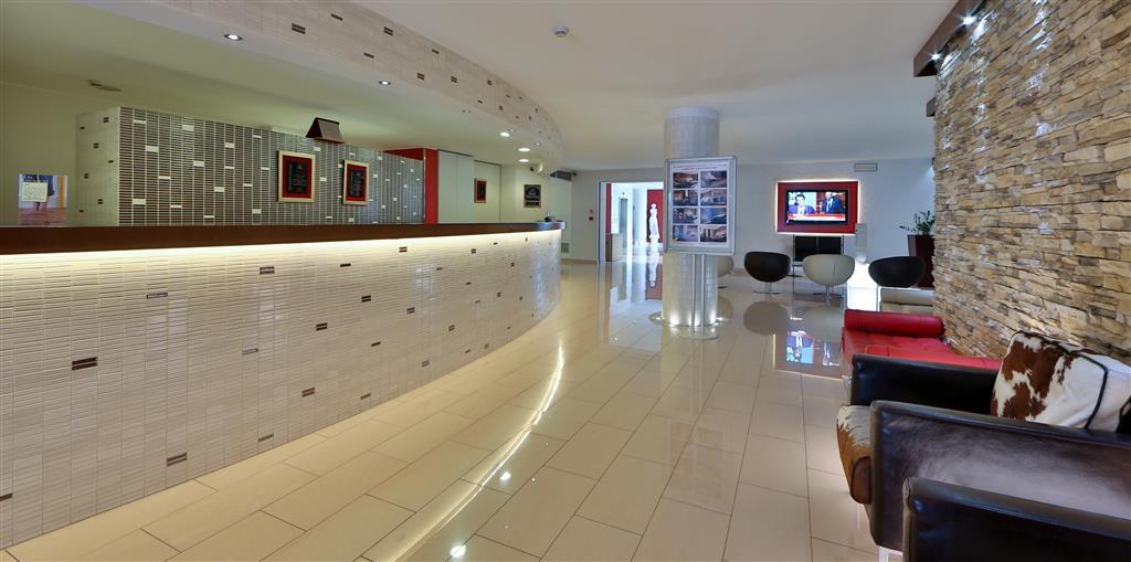 Best Western Soave Hotel - Vista del vestíbulo