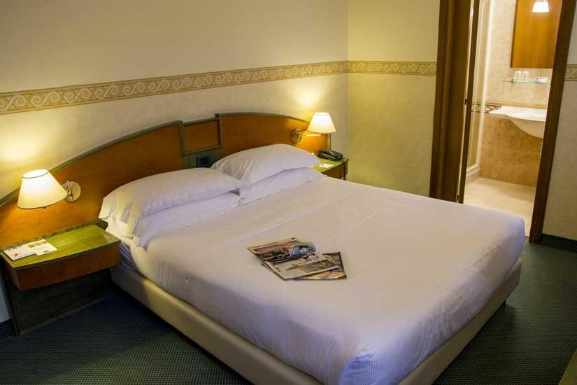 Best Western Soave Hotel - classic queen bed