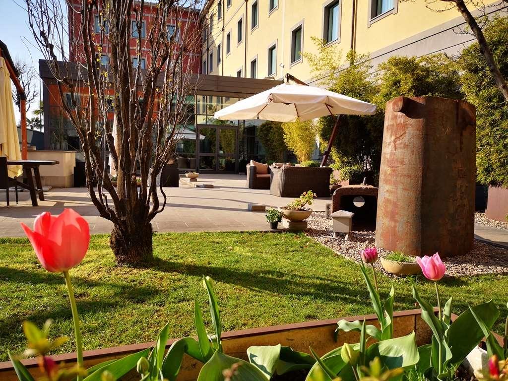 Best Western Falck Village Hotel - Giardino Fiorito