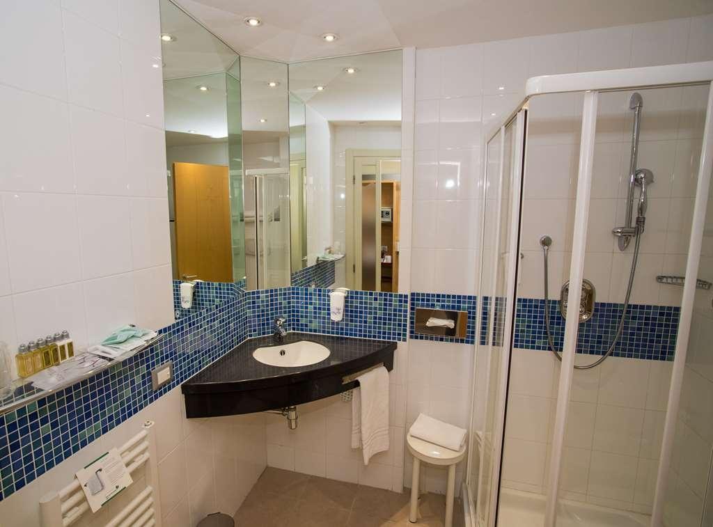 Best Western Palace Inn Hotel - Cuarto de baño de clientes