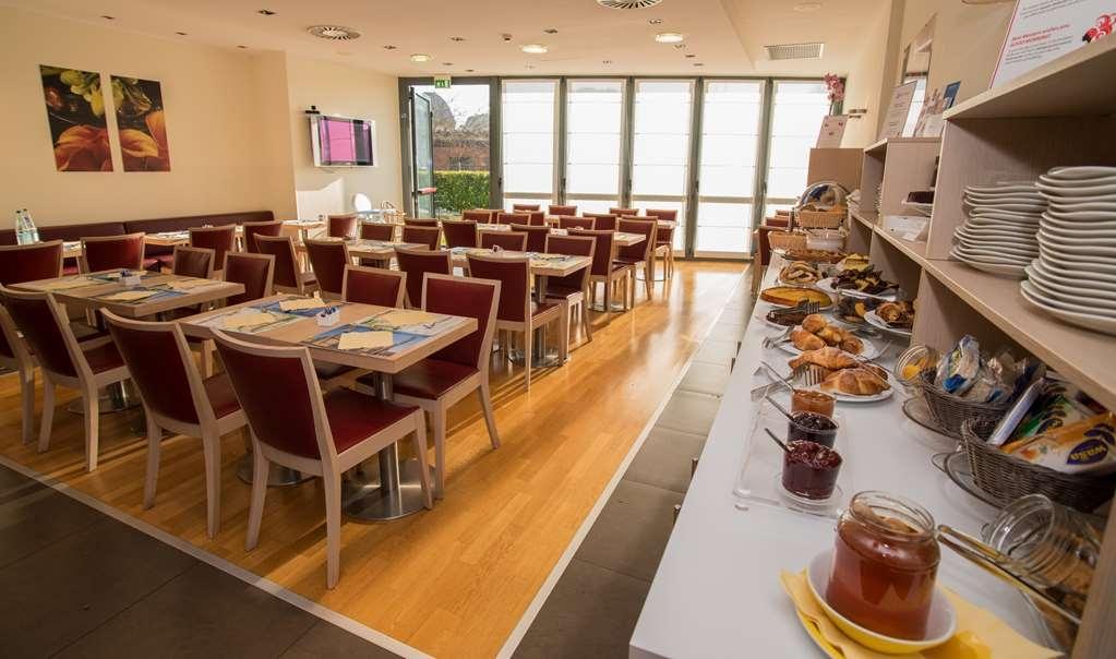 Best Western Palace Inn Hotel - Restaurant / Breakfast Area