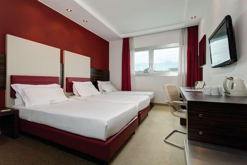 Best Western Plus Quid Hotel Venice Airport - Triple Bedded Standard Room