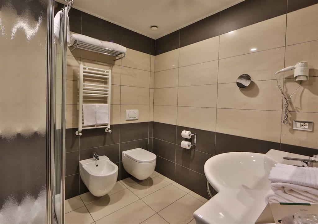 Best Western Plus Hotel Galileo Padova - Guest Bathroom