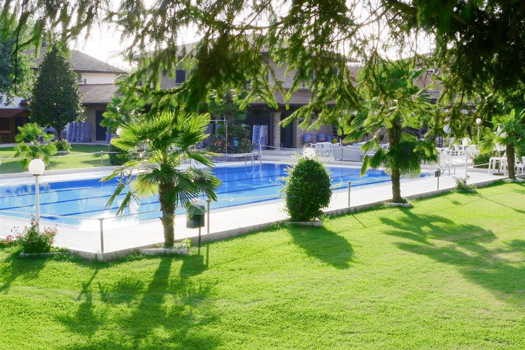 Best Western Plus Hotel Modena Resort - Piscina