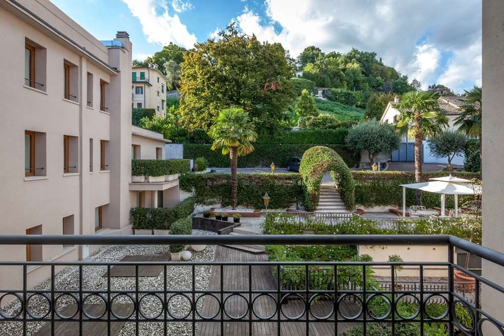 Best Western Hotel Canon D'Oro - Our private garden, set in the hotel backyard at the foot of Conegliano's castle hill, is at your disposal for restful moments during your business stay or a holiday.