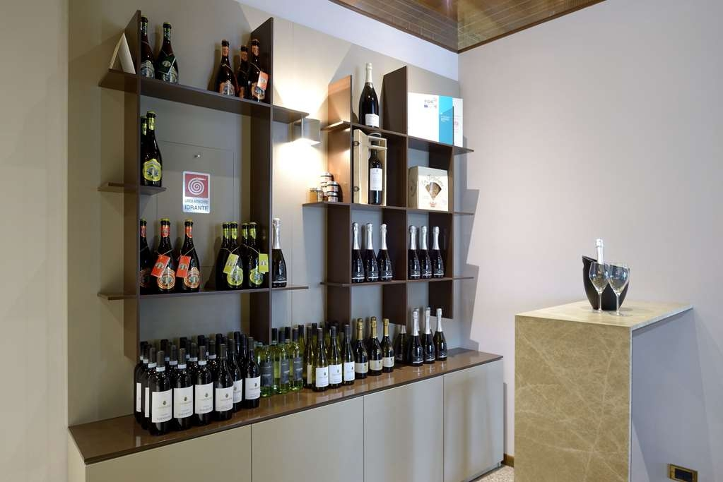 Best Western Hotel Canon D'Oro - Our wine corner displays various local wines from our well-known wine region; startgin from Prosecco, but we also offer several whites and reds, like famous Raboso red wine.