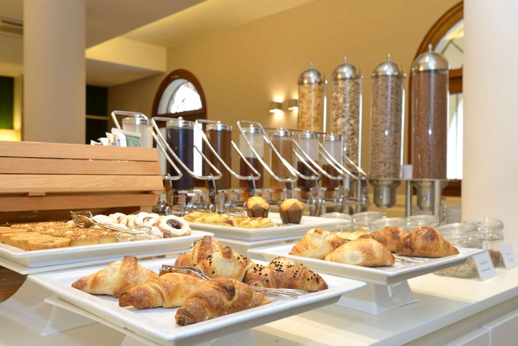 Best Western Hotel Canon D'Oro - Breakfast Area: an extensive sweet and savory buffet breakfast is served, featuring typical foods of the Treviso area.