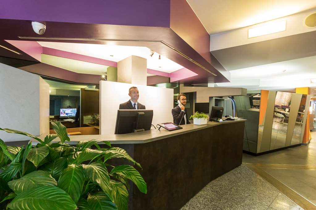 Best Western Plus Executive Hotel and Suites - Hotel Reception