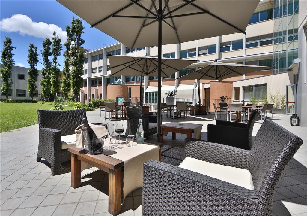 Best Western Plus Hotel Le Favaglie - Outdoor Seating