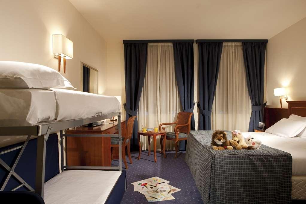 Best Western Titian Inn Hotel Treviso - 1 King 2 Twin Guest Room