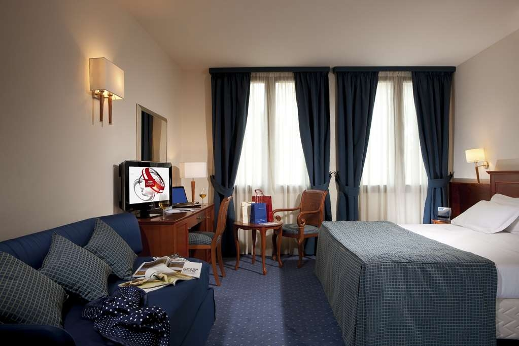 Best Western Titian Inn Hotel Treviso - King Bed Guest Room