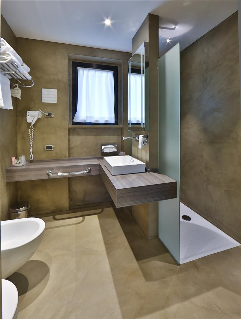 Best Western Plus BorgoLecco Hotel - Guest Bathroom