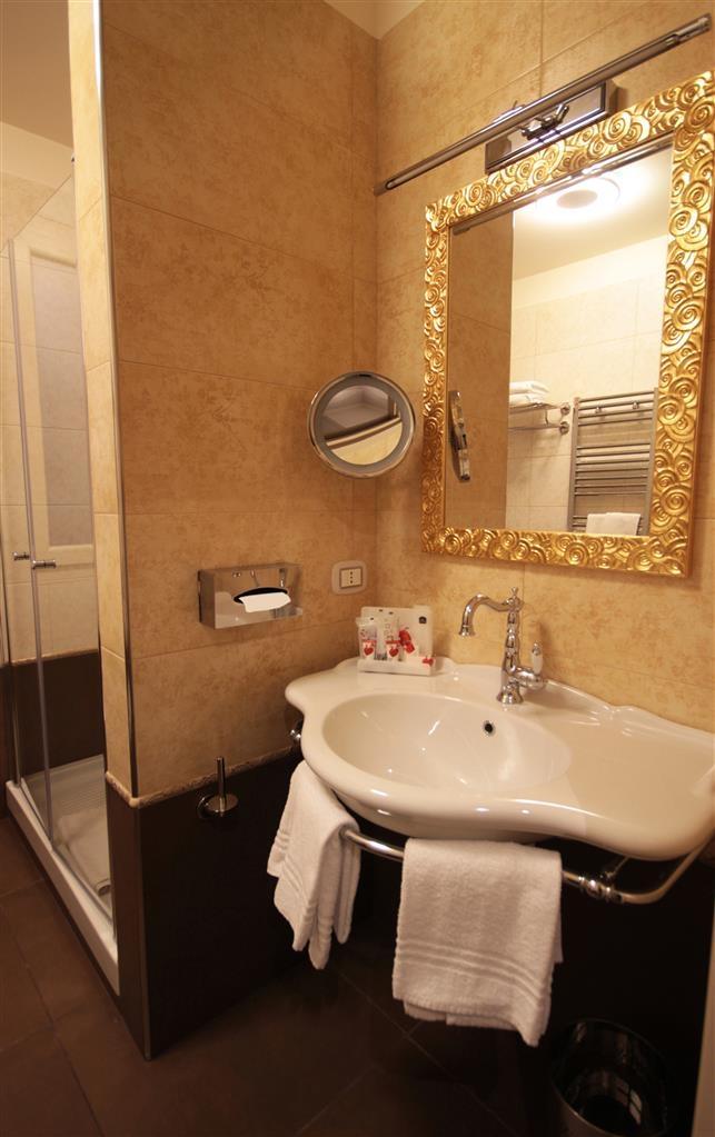 Best Western Plus Hotel Perla del Porto - Gästebad