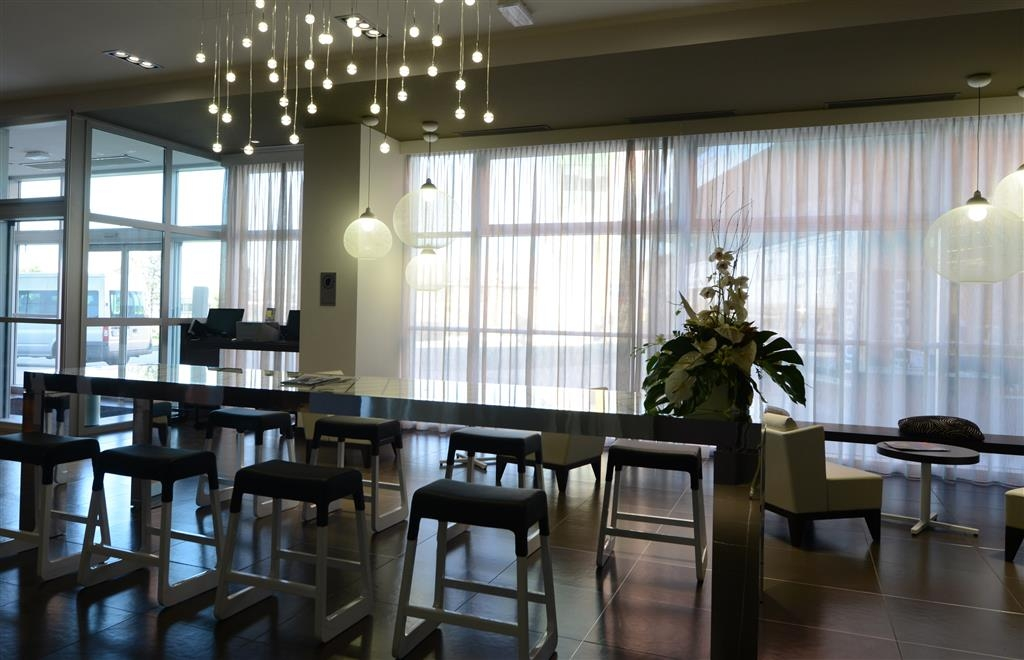 Best Western Premier CHC Airport - Salon