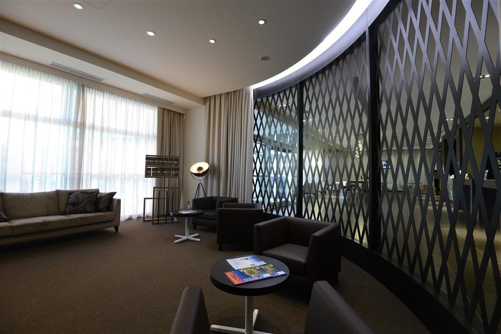 Best Western Premier CHC Airport - Hall