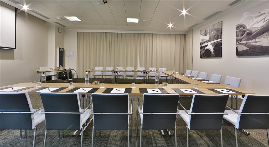 Best Western Premier CHC Airport - Meeting Room