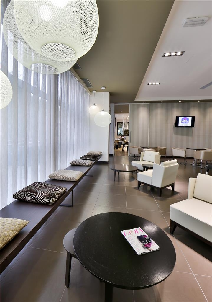 Best Western Premier CHC Airport - Lobby