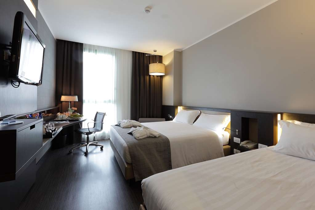 Best Western Premier CHC Airport - Queen room with extrabed