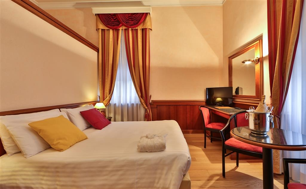 Best Western Hotel Moderno Verdi - Superior Room with 1 Queen Bed and 1 Single Sofa Bed