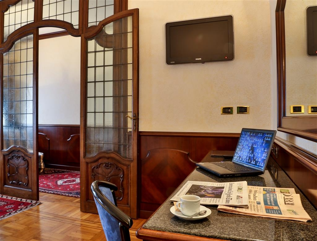 Best Western Hotel Moderno Verdi - 1 Queen Bed and 2 Single Sofa Beds
