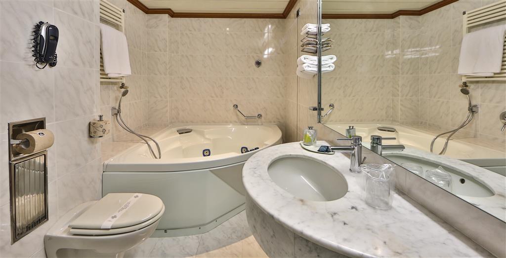Best Western Hotel Moderno Verdi - Guest Bathroom