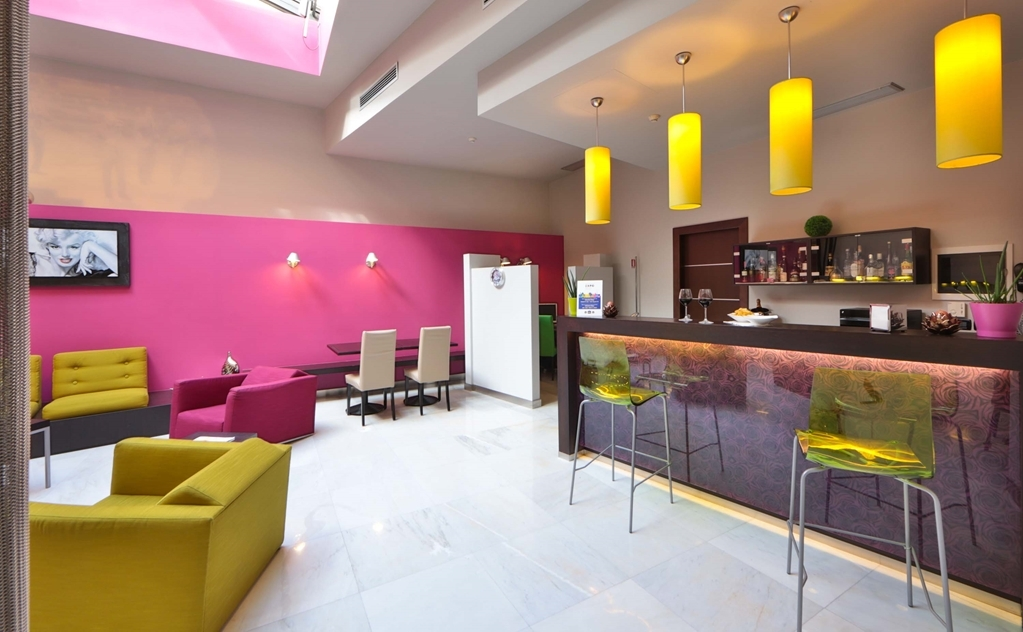 Best Western Cinemusic Hotel - Bar / Lounge