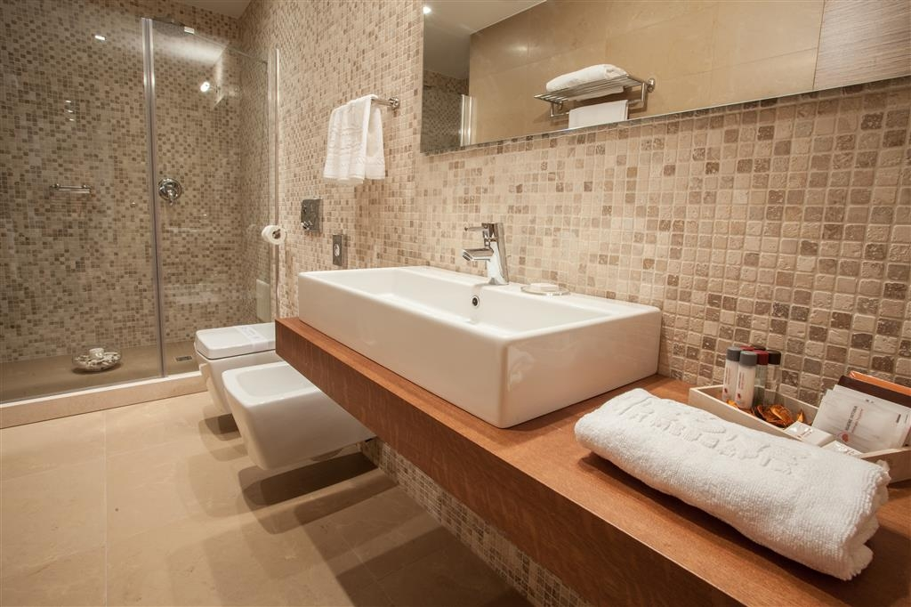 Best Western Plus Leone di Messapia Hotel & Conference - Gästebad