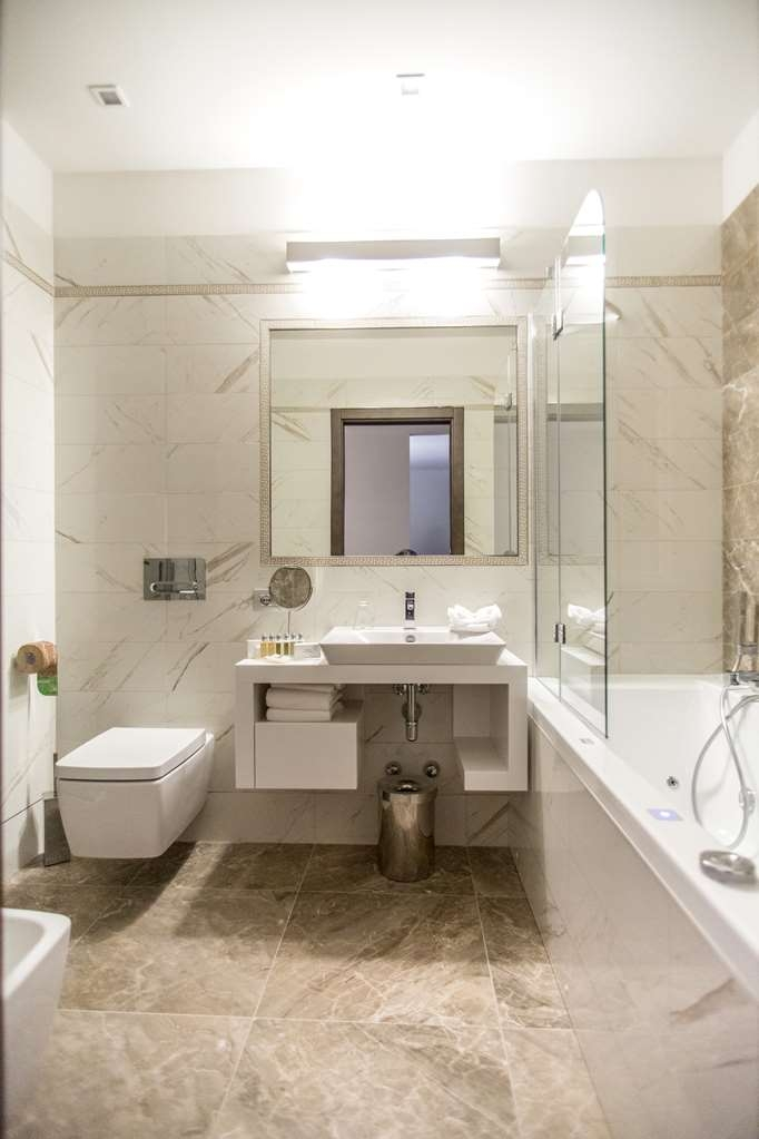 Best Western Premier Milano Palace Hotel - Twin Room Bathroom