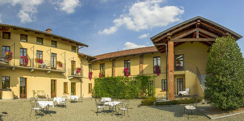 Best Western Plus Hotel Le Rondini - Hotel Exterior and Courtyard