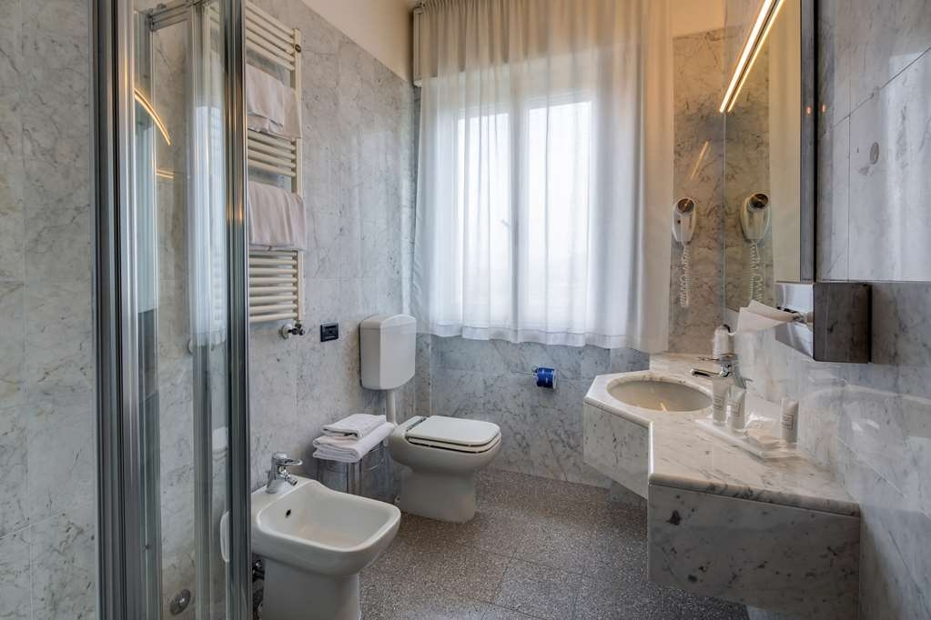 Best Western Hotel Turismo - Bathroom