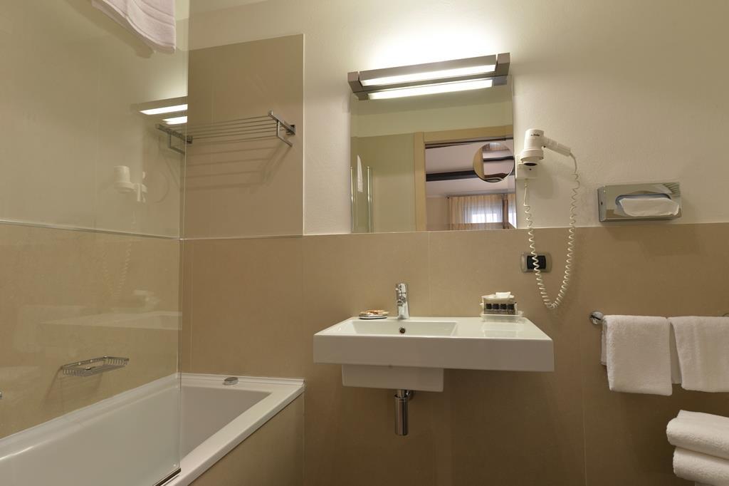 Best Western Hotel Armando - Guest Bathroom