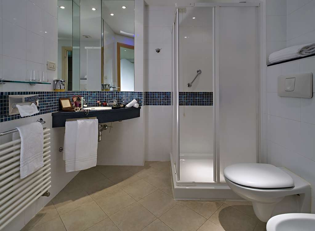 Best Western Hotel Langhe Cherasco & SPA - Guest Room Bathroom