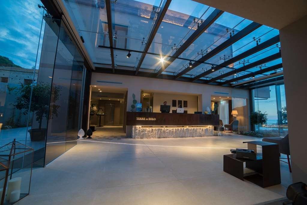 Best Western Plus Hotel Terre di Eolo - Vista del vestíbulo