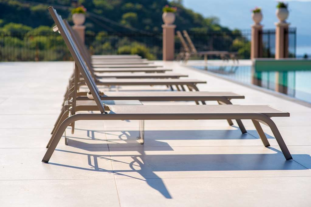 Best Western Plus Hotel Terre di Eolo - Lounging Next to the Panoramic Swimming Pool