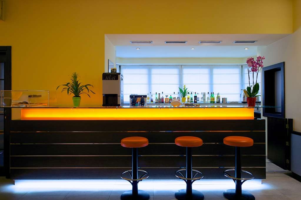 Best Western Crystal Palace Hotel - Bar/Lounge