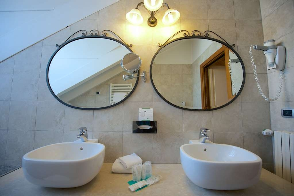 Best Western Crystal Palace Hotel - Deluxe BathRoom BEST WESTERN CRYSTAL PALACE HOTEL TORINO