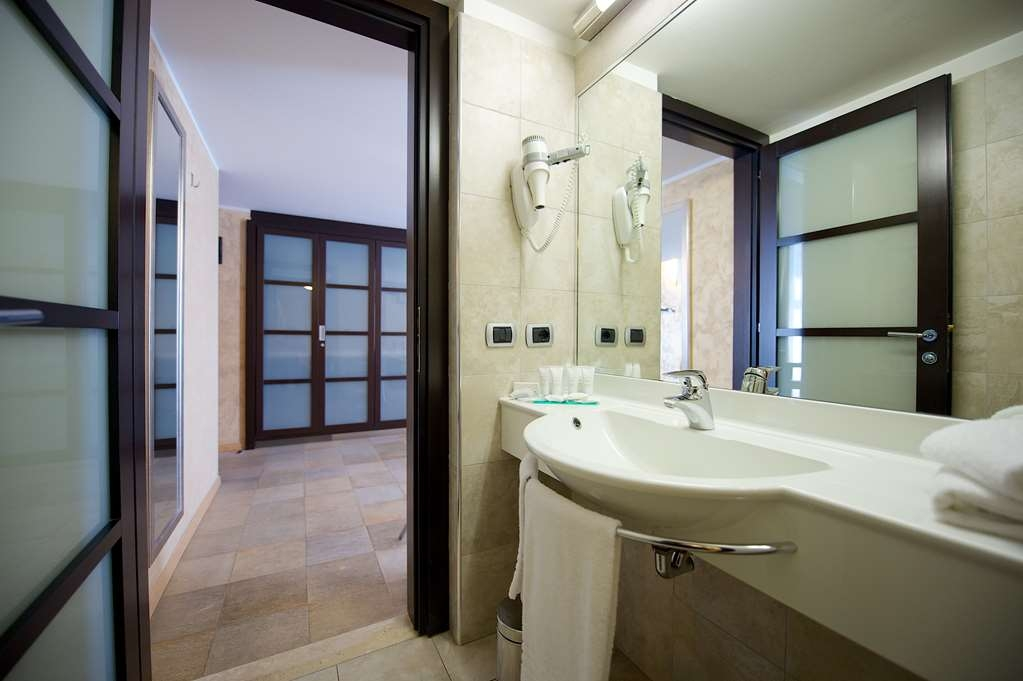Best Western Crystal Palace Hotel - Family BathRoom BEST WESTERN CRYSTAL PALACE HOTEL TORINO