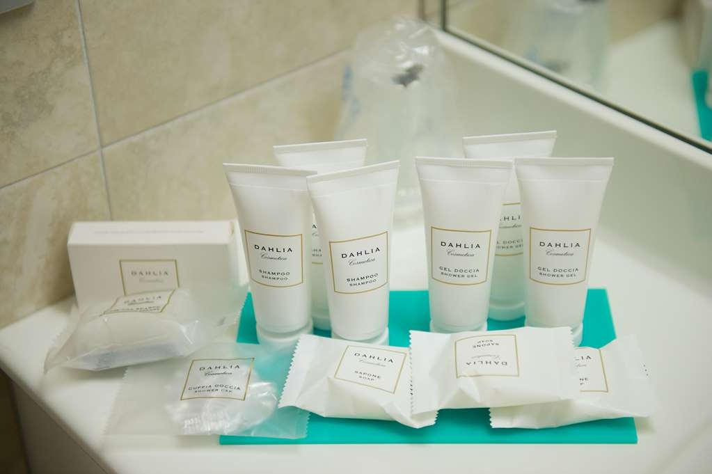 Best Western Crystal Palace Hotel - Family BathRoom Courtey Kit BEST WESTERN CRYSTAL PALACE HOTEL TORINO