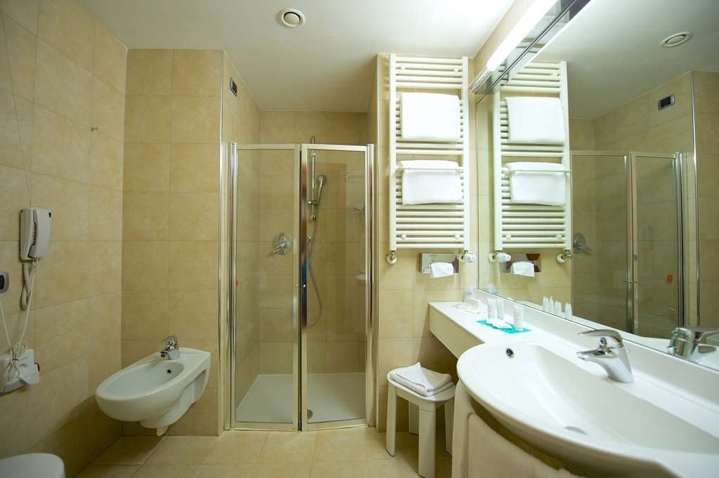 Best Western Crystal Palace Hotel - Double Standard BathRoom BEST WESTERN CRYSTAL PALACE HOTEL TORINO