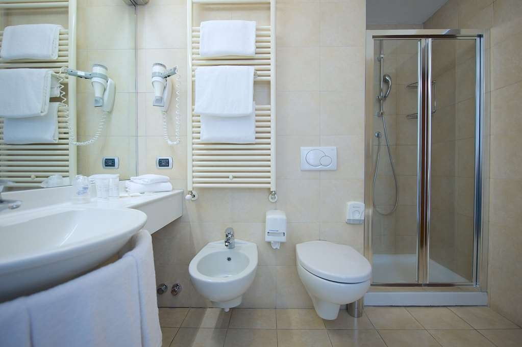 Best Western Crystal Palace Hotel - Single Standard BathRoom BEST WESTERN CRYSTAL PALACE HOTEL TORINO