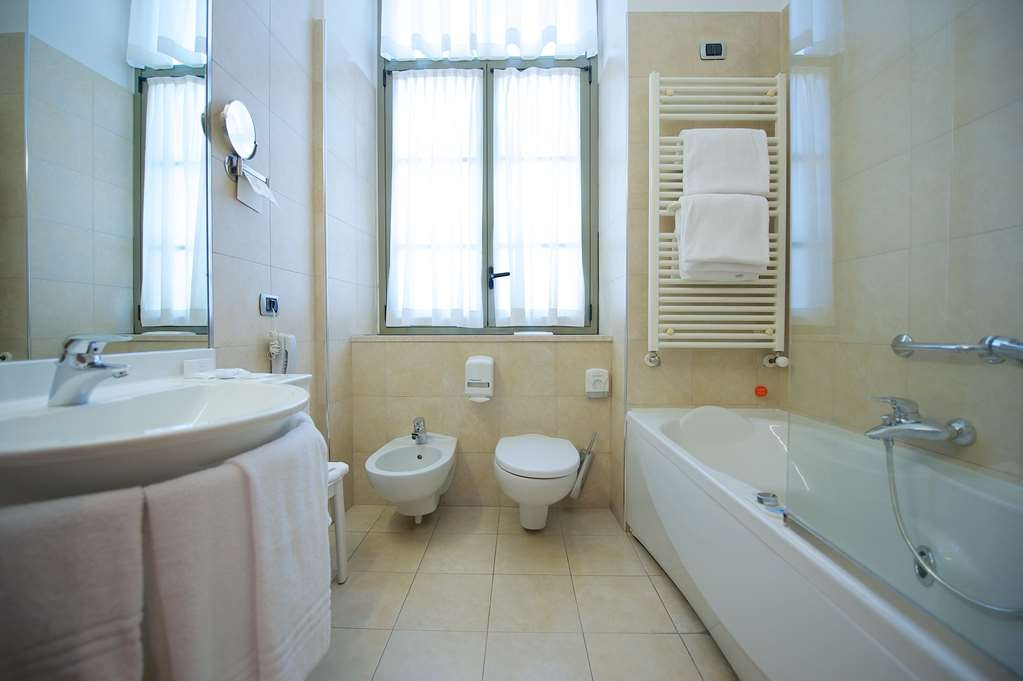 Best Western Crystal Palace Hotel - Triple Standard BathRoom BEST WESTERN CRYSTAL PALACE HOTEL TORINO