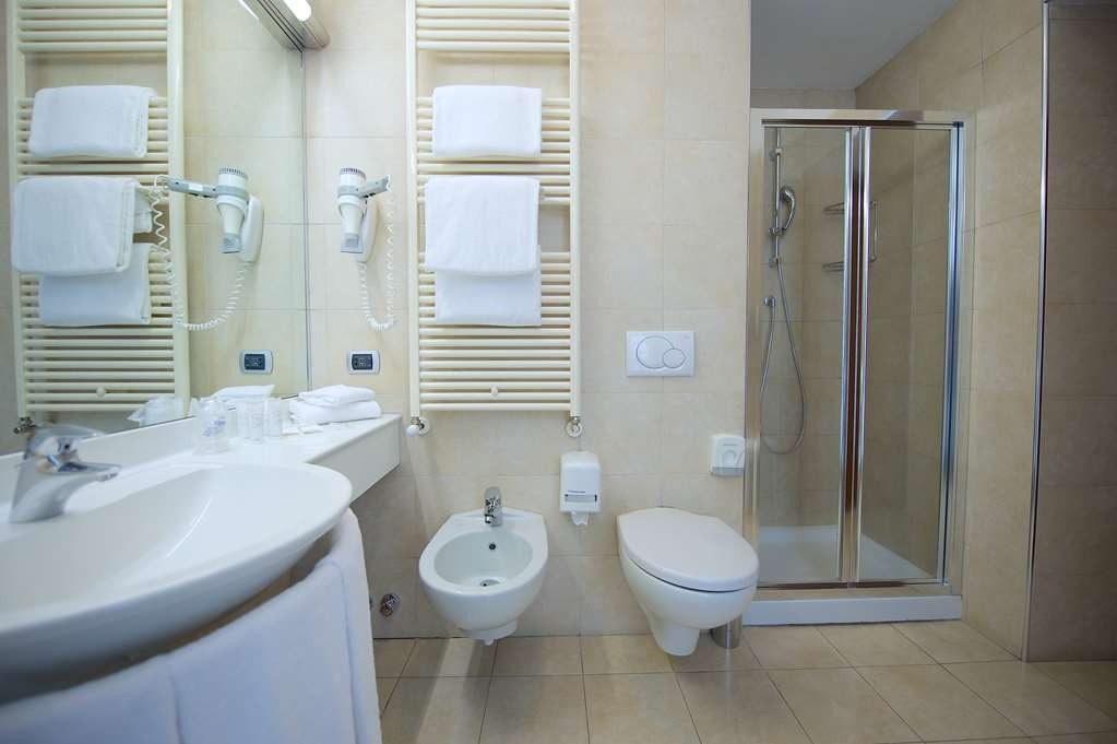 Best Western Crystal Palace Hotel - Twin Standard BathRoom BEST WESTERN CRYSTAL PALACE HOTEL TORINO