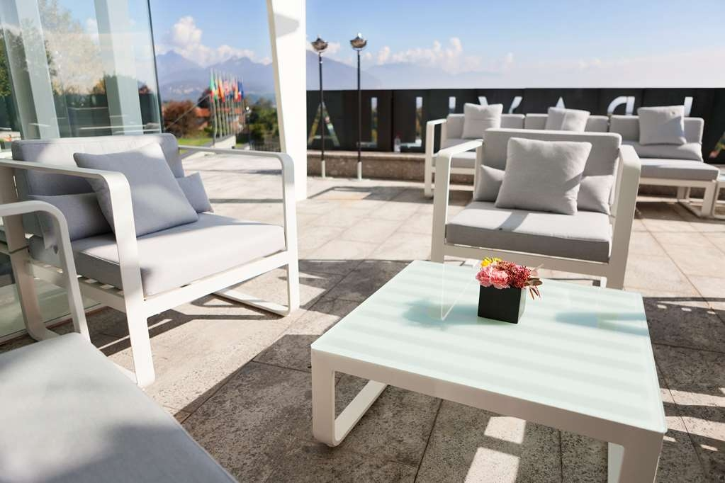 Best Western Albavilla Hotel & Co. - Hotel Exterior Seating Area