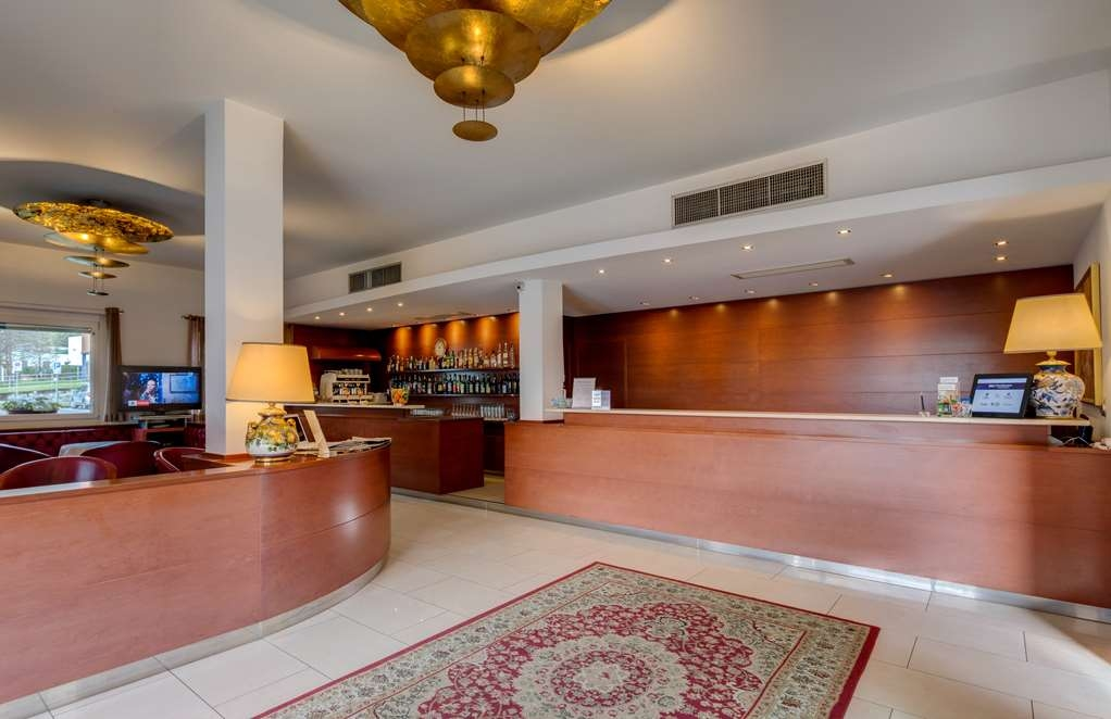 Best Western Hotel Nuovo - Hotel Reception Desk
