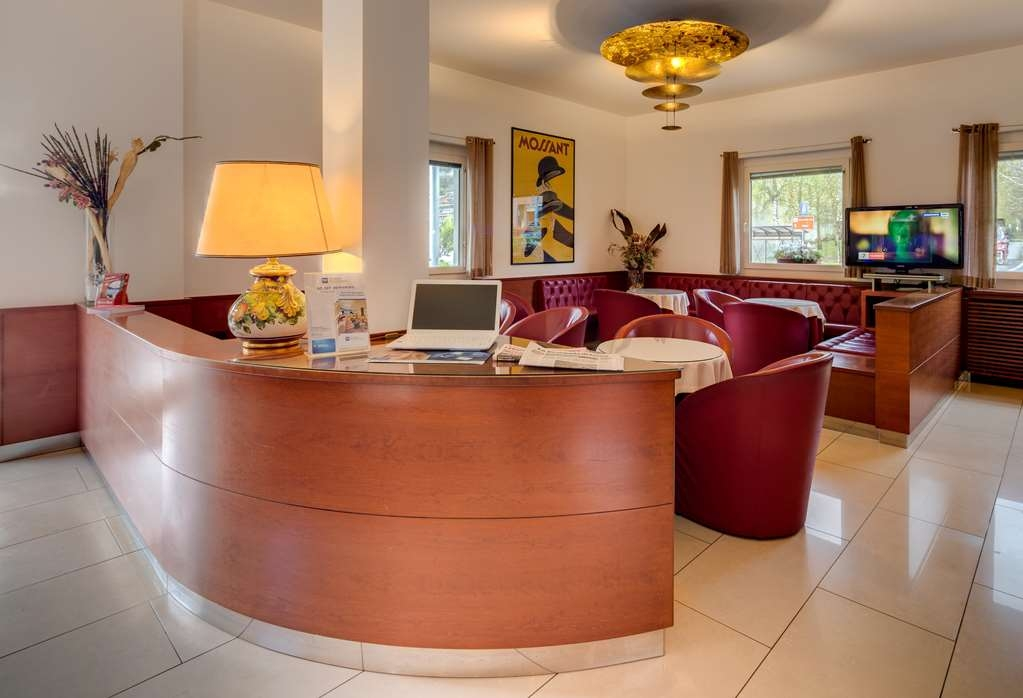 Best Western Hotel Nuovo - Hotel Lobby and Reception Desk
