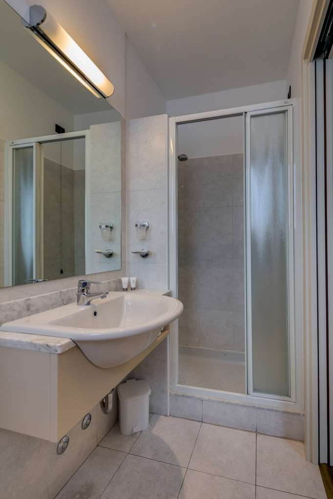 Best Western Hotel Nuovo - Guest Bathroom in Standard Room with One Queen Size Bed