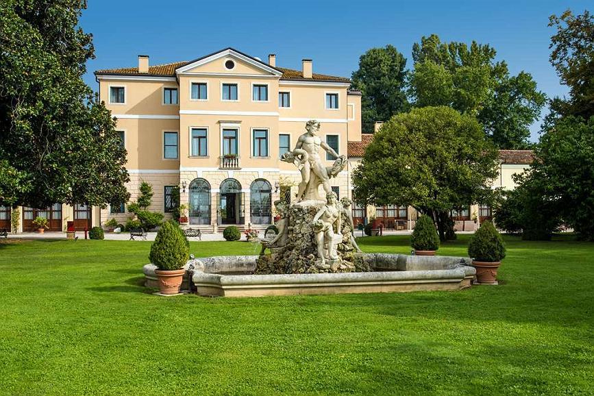 Best Western Plus Hotel Villa Tacchi - Facciata principale di Villa Tacchi