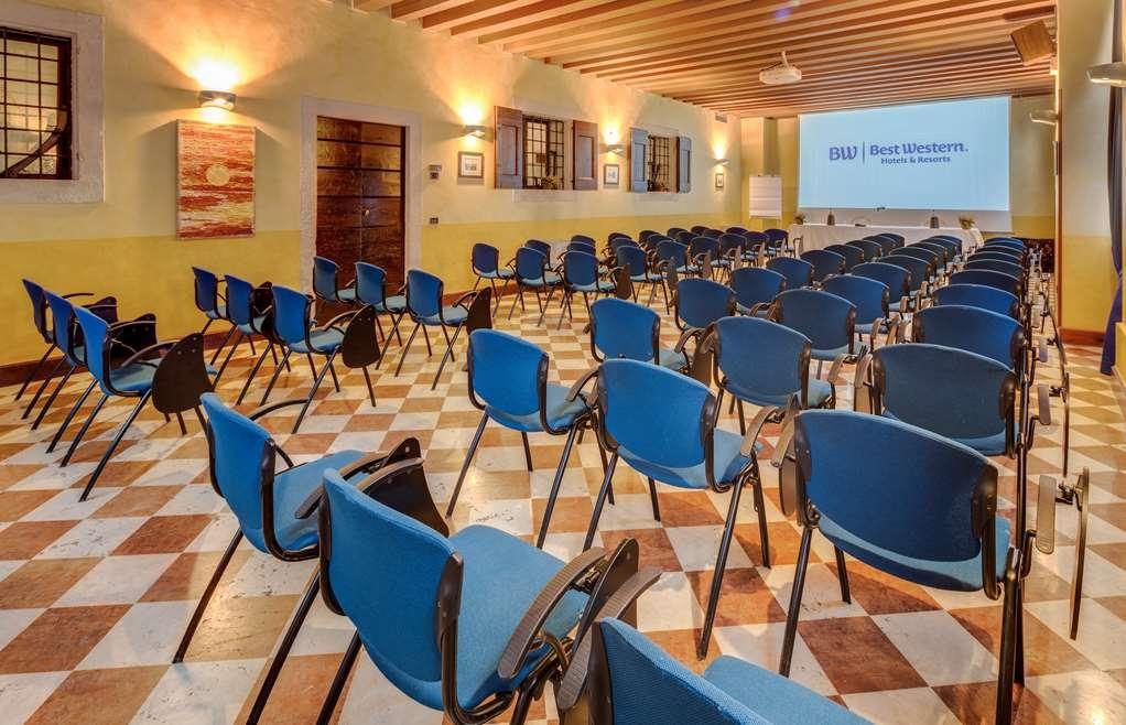 Best Western Plus Hotel Villa Tacchi - Sala de reuniones